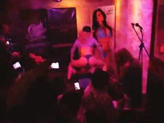 brunette, u orale seks, meer groepsseks porno