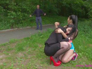 Lesbea devious britisch lesbisch licks und fucks innocent asiatisch jogger