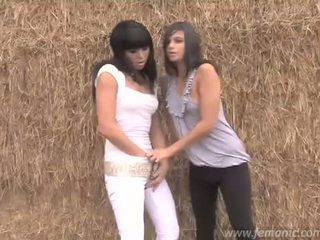 Lesbisk pissar flickor sasha & liza
