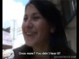 Amadora veronika fucks em o carro para alguns dinheiro