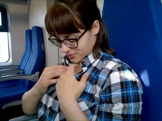 Offentlig dyp blowjob i den tog!