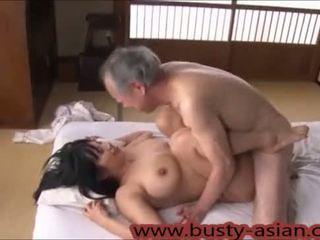 Jeune gros seins japonais fille baisée par vieux homme http://japan-adult.com/xvid