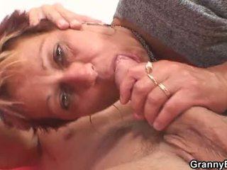 Han fucks henne barbert gammel fitte