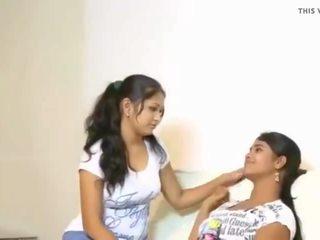 Cuties tries jejich první lesbo, volný indický porno video f3