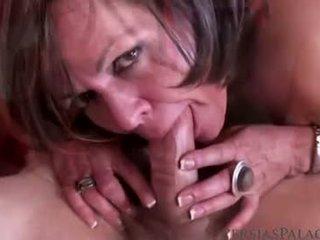 een brunette neuken, mooi orale seks, vaginale sex kanaal
