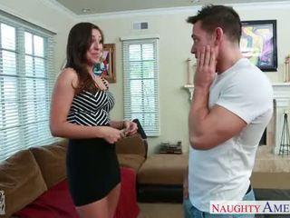 Slim girlfriend Rilynn Rae gets facialized