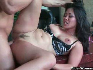 Ασιάτης/ισσα μητέρα που θα ήθελα να γαμήσω jessica bangkok takes cumload σε στόμα