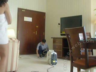 Arab দম্পতি teasing staff-asw1054