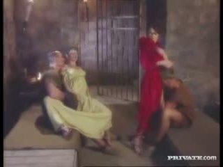 Cleare und jyulia, dp orgie mit die gladiators im die zelle