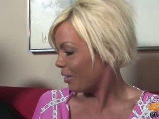 Vollbusig blond milf jordan blue goes schwarz