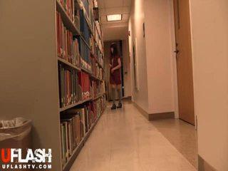 עירום ב ציבורי ספרייה בית ספר אסייתי חובבן נוער מצלמת אינטרנט