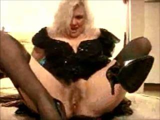 Sexy Mature Granny Porn Star Zoe Zane Wears Black...