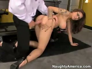 Asiatique salope adrenalynn getting pounded sur son minou par une dur bite