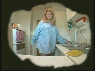 Bbw isteri masturbates dalam dapur tersembunyi kamera