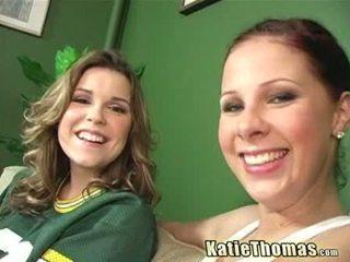 Katie और उसकी गर्लफ्रेंड taking एक ब्लॅक shlong