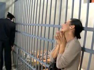 Video- 594 prisoner vrouw neuken