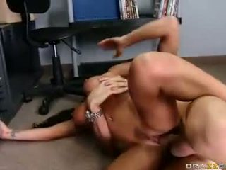 Exquisite babe Jenaveve Jolie enjoys her boyfriends creamy load on her mouth