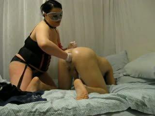 Bbw fräulein destroys seine arsch mit fist und strap auf