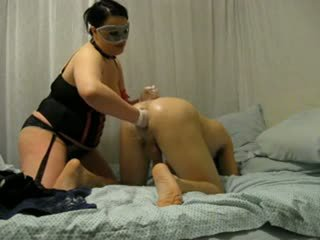 Bbw perempuan simpanan destroys beliau pantat/ punggung dengan fist dan strap pada