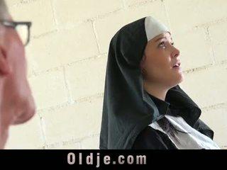 늙은 사람 차종 젊은 monastery 수녀 fornicate