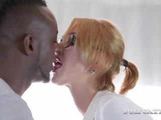Busty MILF Iskra Has Her First Interracial: Free HD Porn 00