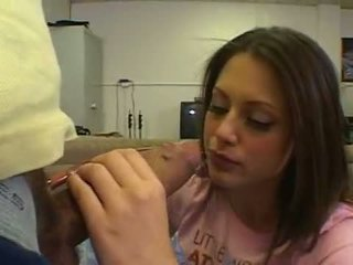 Enchanting 小 法律 年龄 teenager kelsey michaels squeezes 最大 公鸡 向下 warm throat