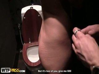 Verbazingwekkend bump in publiek toilet