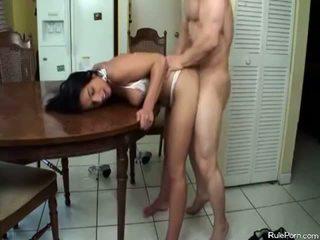 חם אנמא gets מזוין ב the מטבח