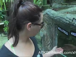 Você ejaculações em esperança howell's óculos em férias em malaysia
