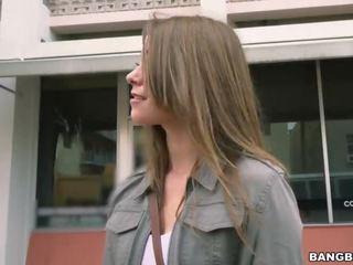 Kirsten lee goes mežonīga par a spring pārtraukums bang autobuss braukt (bb15031)