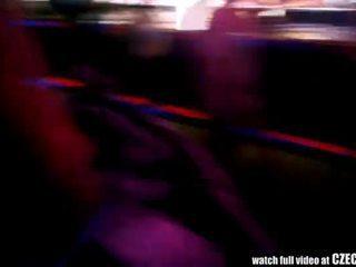 Spycam in bril - sexy amateur tieners picked omhoog bij disco