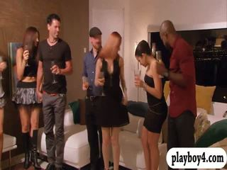 Swinging couples enjoying エロチック ゲーム で playboy mansion