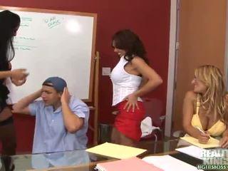 grote borsten, grote tieten, kantoor