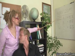 Sleaze văn phòng screwing không xa từ tuổi female