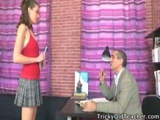 Pevers professor neuken deze innocent schoolmeisje