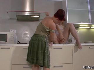 Mãe licks e fucks sua loira gf, hd porno 45