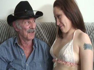 Porner premium: аматьори секс филм с а стар мъж и а млад уличница.