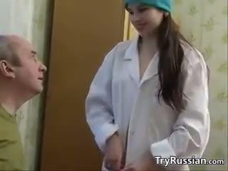 Pievilcīgas krievi medmāsa having sekss