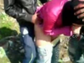 Arab sexe en hijab outdoors-asw922