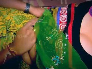Intialainen kotiäiti tempted pojat neighbour setä sisään keittiö - youtube.mp4