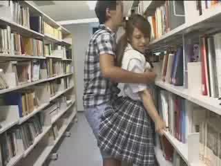 Dalaga dalaga used sa ang school library