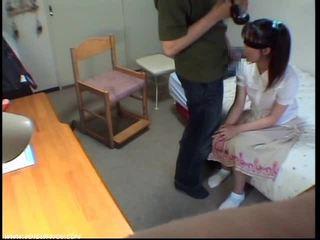 Innocent suihinotto tyttö gets kumulat sisään suu