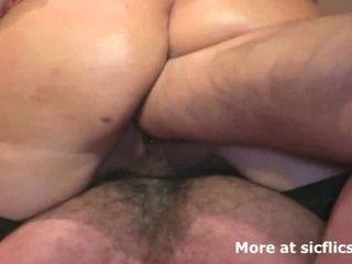 striekanie, veľké prsia, cikať