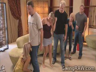 Michael i kimberly połączyć swinger couples w a dzikie impreza