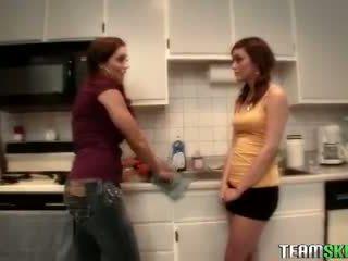 Teamskeet brunette tieners melanie rios francesca le lesbisch lickin