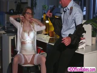 Seductive siren natalia starr اللعنة ل hunk أمن guard في ال مكتب