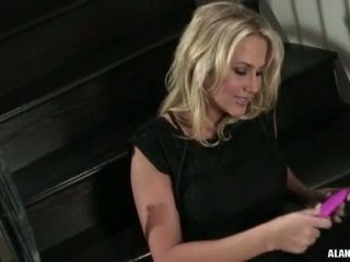 Uly emjekli gyzykly jatty alanah rae gets too seksual to handle on the stairs for an action