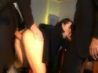 Obraznic scolarita pedepsit cu o penis în ei fund și gură
