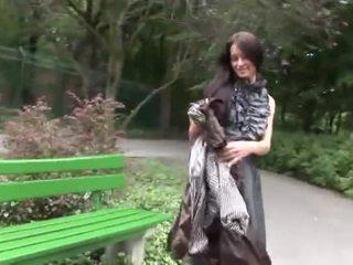 Eroberlin sexy open publiek maria russisch lang haar tiener onder het rokje