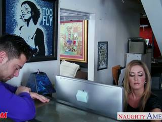 Blondinke mama alura jenson gets velika prsi zajebal